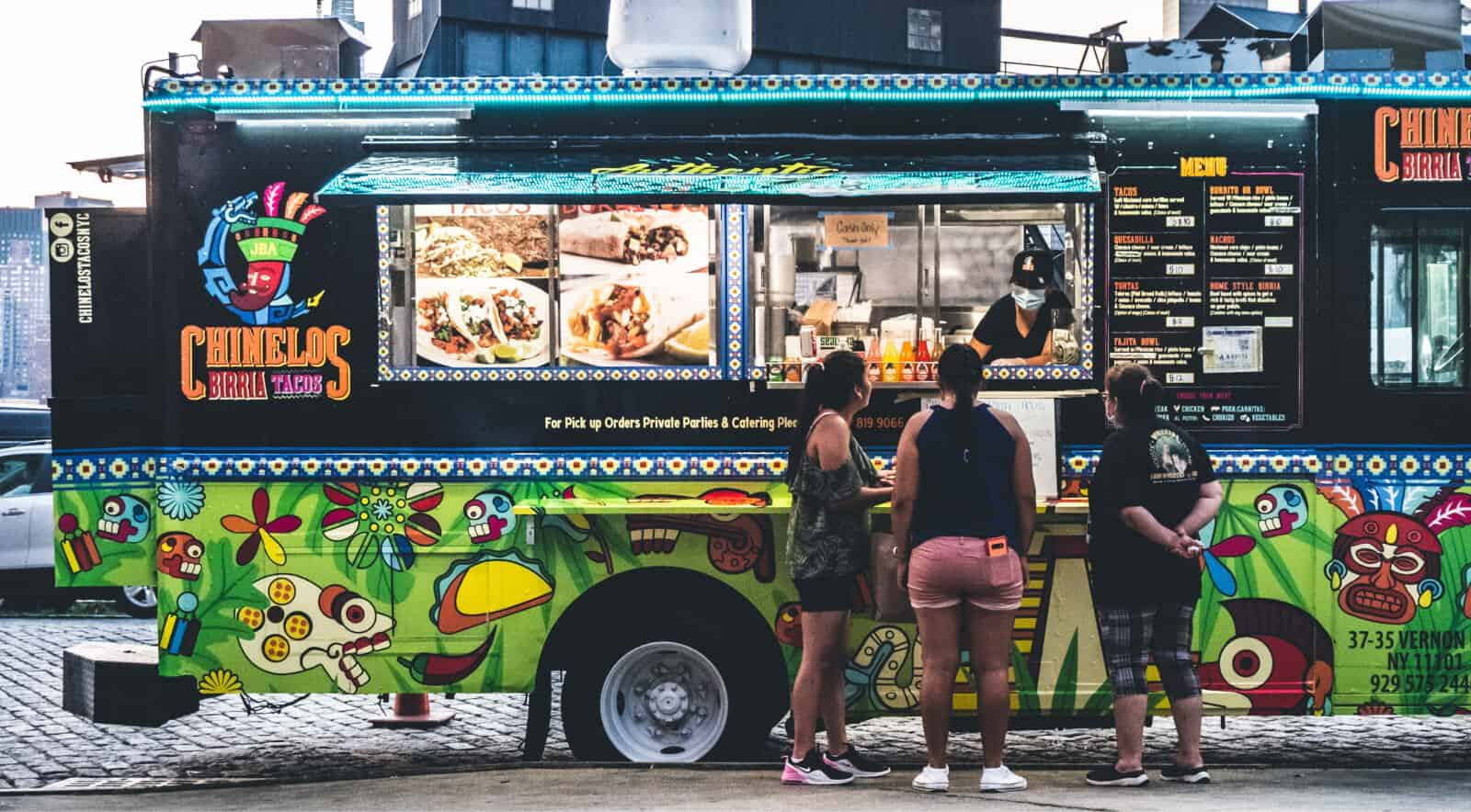 Visually appealing food truck design can help you attract the attention of your potential customers.